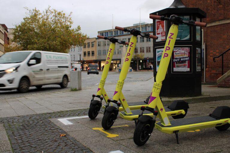 Zipp e-scooters in Tauntona