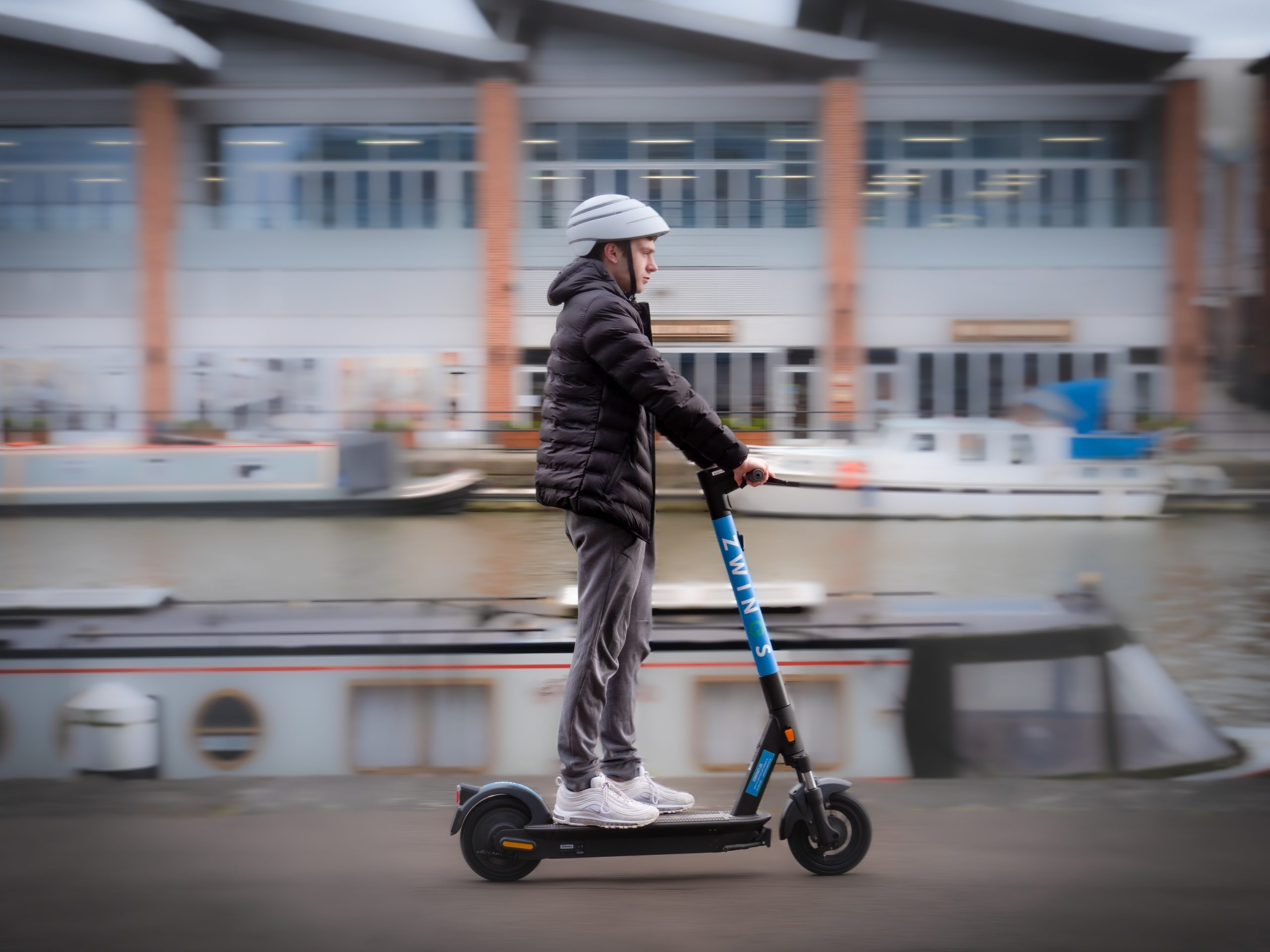 Zwings shared e-scooters integrated into Moovit app in the UK